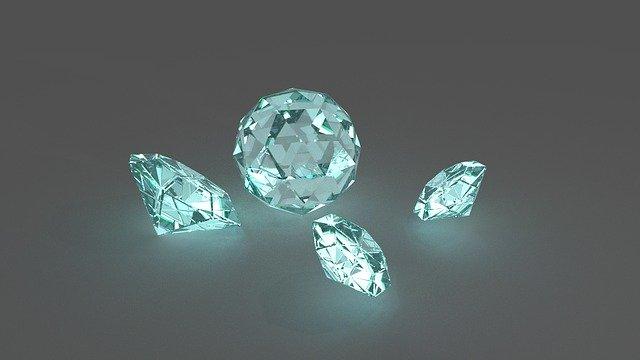 気になる女性にいきなりダイヤのネックレスをプレゼント作戦!
